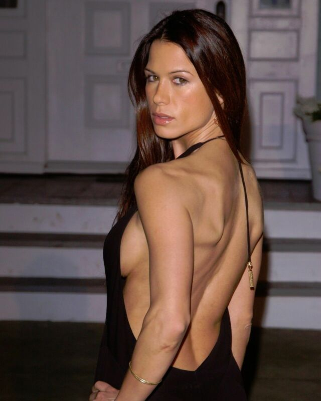 Rhona Mitra With Bare Back 8x10 Picture Celebrity Print