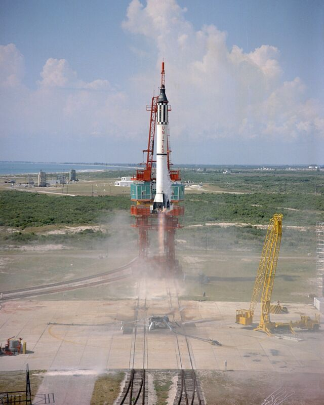 ALAN SHEPARD LAUNCH OF MERCURY ASTRONAUT IN FREEDOM 7 - 8X10 NASA PHOTO (EP-176)