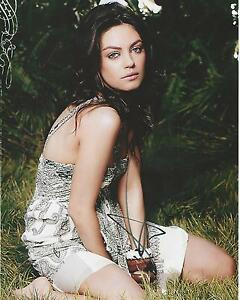 Mila-Kunis-Signed-10x8-Photo-Image-B-UACC-Registered-dealer-COA