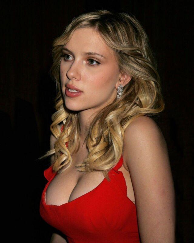 Scarlett Johansson Distracted 8x10 Photo Print