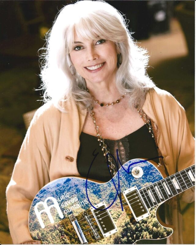 FOLK SINGER GUITARIST EMMYLOU HARRIS SIGNED 8X10 PHOTO W/COA TRIO ELITE HOTEL A