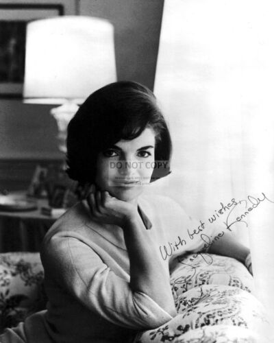 FIRST LADY JACQUELINE KENNEDY WITH *REPRINT* AUTOGRAPH - 8X10 PHOTO (OP-615)