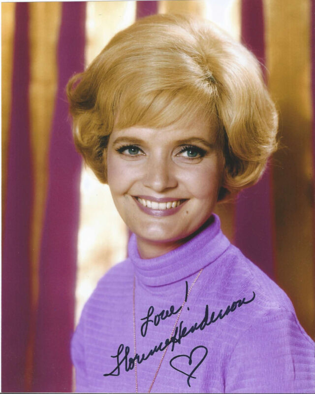FLORENCE HENDERSON SIGNED AUTHENTIC 'THE BRADY BUNCH' 8X10 PHOTO w/COA