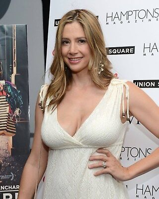Mira Sorvino   Mighty Aphrodite 8 X 10   8X10 Glossy Photo Picture