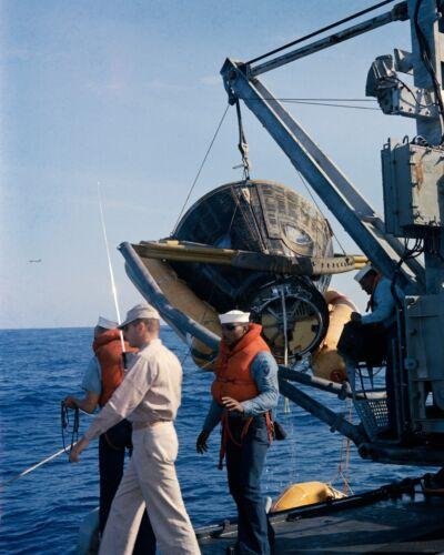 GEMINI 8 IS HOISTED ABOARD THE USS LEONARD F. MASON - 8X10 NASA PHOTO (AA-507)