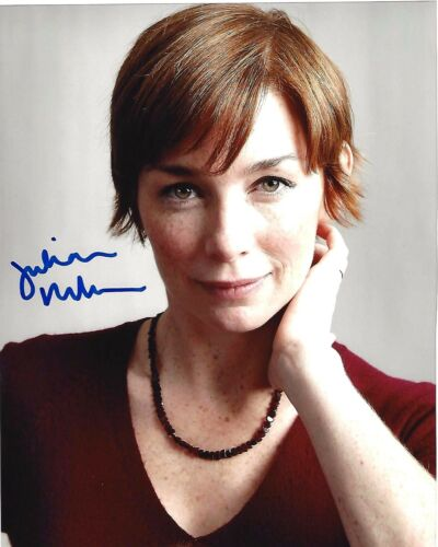 ACTRESS JULIANNE NICHOLSON SIGNED LAW AND ORDER CRIMINAL INTENT 8x10 PHOTO W/COA
