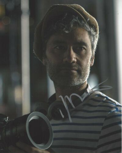 DIRECTOR TAIKA WAITITI SIGNED 'THOR: RAGNAROK' KORG 8x10 PHOTO COA PROOF
