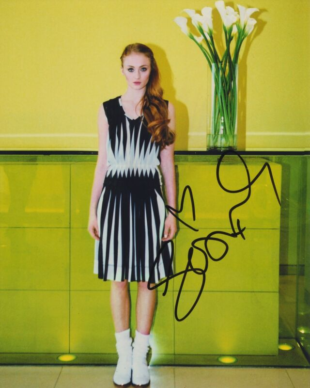 SOPHIE TURNER SIGNED 8X10 PHOTO 6