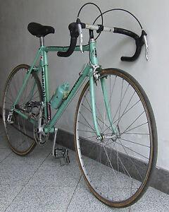 BIANCHI-BICICLETTA-DA-CORSA-ANNI-70-RUOTE-DA-26-POLLICI