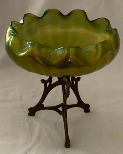Gorgeous antique Art Nouveau Loetz glass bowl with bronze mounts, circa 1900.