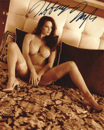 TIFFANY TAYLOR 11/1998 PLAYBOY PLAYMATE SEXY SIGNED PHOTO  (IN15)