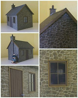 16mm SM32 SCALE RESIN STONE COTTAGE KIT + LIGHTS + FIGURE BRAND NEW IN BAG