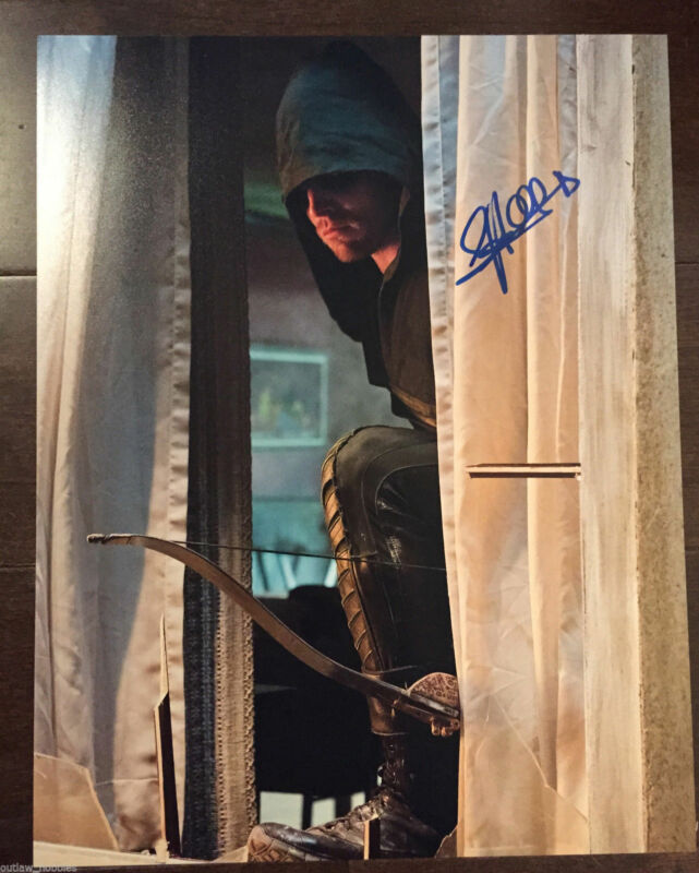 Arrow Stephen Amell Autographed Signed 11x14 Photo COA L