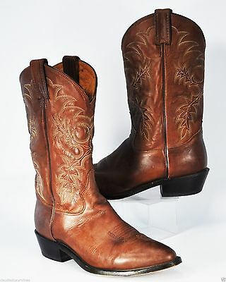 This is a little tricky when ordering boots online. This year, I ordered  two pairs of Tony Lama boots on eBay: 7901 Kango Stallion ...
