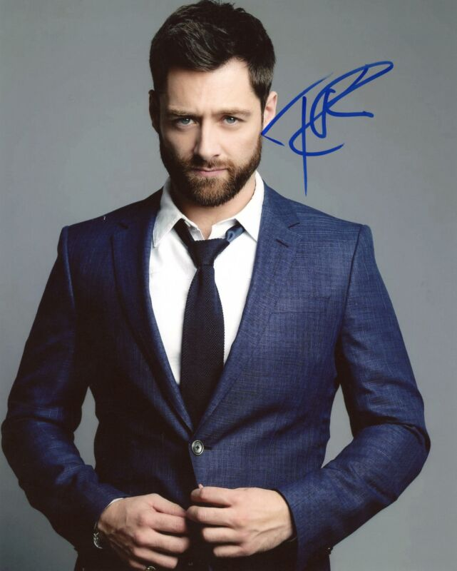 "Richard Rankin ""Outlander"" AUTOGRAPH Signed 8x10 Photo B"