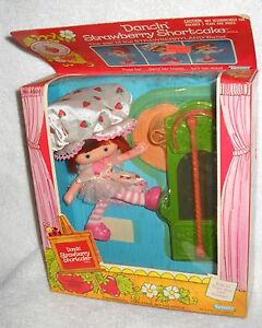 #4244 NRFB Vintage Kenner Strawberry Shortcake Dancin' Strawberry Shortcake Doll
