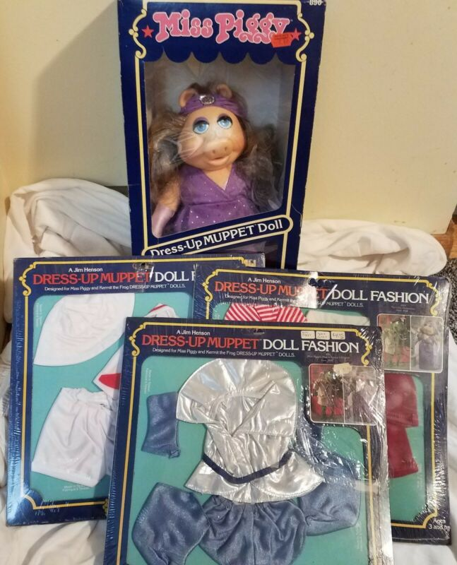 Vintage Muppets Miss Piggy Fantasy Dress Up Doll with clothing packaging damage