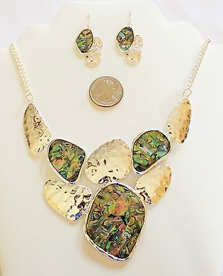 Beautiful Bold Hammered Texture Silver Tone And Abalone Shell Necklace Set