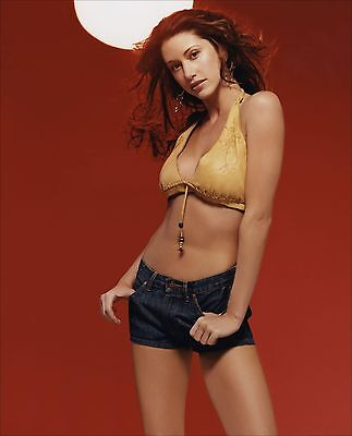 Shannon Elizabeth Unsigned 8X10 Photo  33