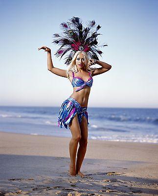 Christina Aguilera Unsigned 8x10 Photo (31)