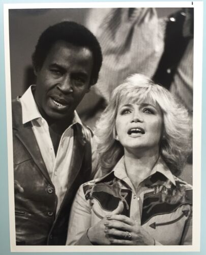 "Photo Barbara Mandrell Robert Guillaume 7X9"" B&W Picture series Mandrell Sisters"