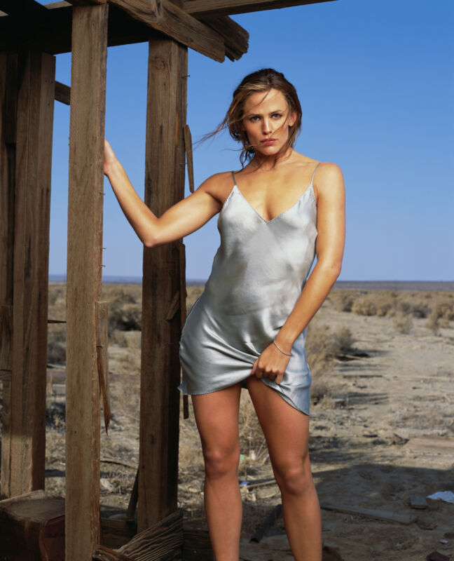 Jennifer Garner Desert 8x10 Photo Print