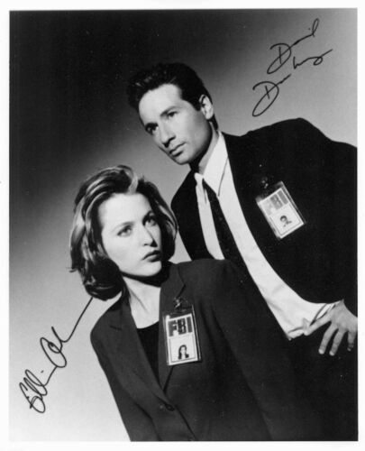 1993's THE X-FILES Mulder & Scully signed repro b/w 8x10 portrait