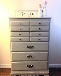 Beautiful 5 drawers dresser- free delivery