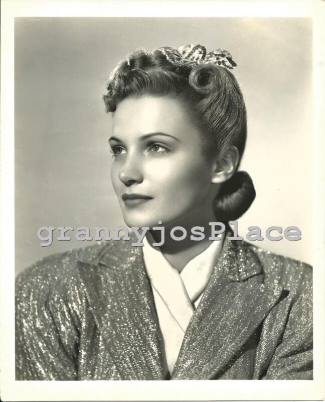 Original 1939 Vintage Photograph of Actress Jo Ann  Sayers, Hair Fashion Photo