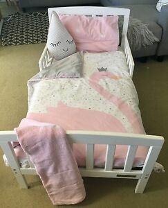 Toddler Bed with Bedding Saratoga Gosford Area Preview
