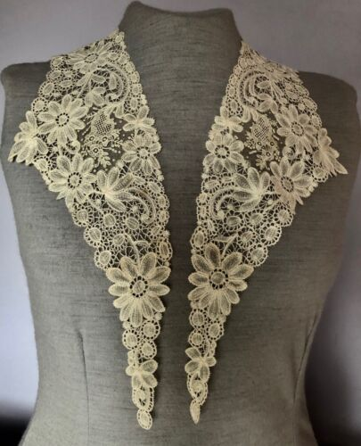 19th C. Brussels Duchesse bobbin and Point de gaze needle lace - COLLAR