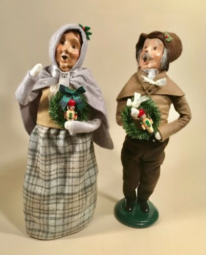 Byers Choice LE Victorian Man & Woman Carolers with Wreaths Signed & Numbered