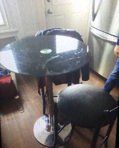 Table haute avec deux bancs