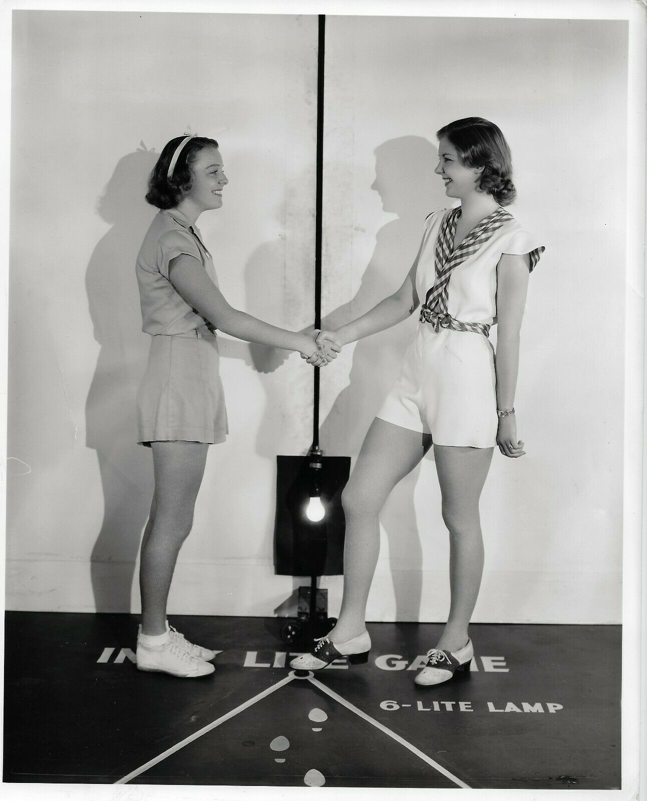 1930S ORIGINAL HOLLYWOOD STUDIO PHOTOGRAPH JANE BRYAN DORIS WESTON 393 - $5.00