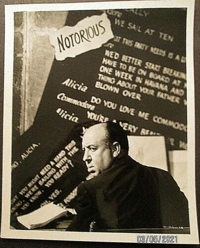 ALFRED HITCHCOCK:DIR: NOTORIOUS:(RARE ORIGINAL VINTAGE  PUBLICITY PHOTO)