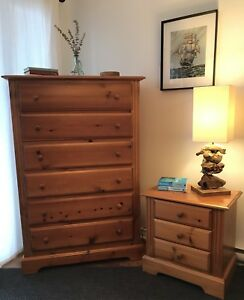 Dresser & Nightstand / Bureau & Table de Chevet