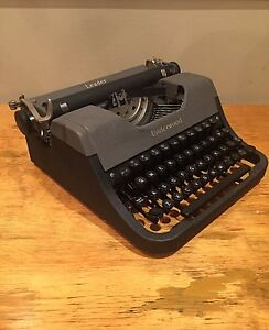 Underwood Typewriter 'Leader' 1953 Vintage Portable