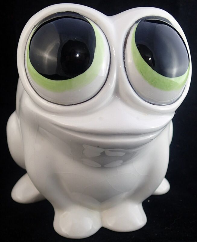 Toad Frog Figure Smiling White Super Big Eyes Planter Figurine 4 x 5 in