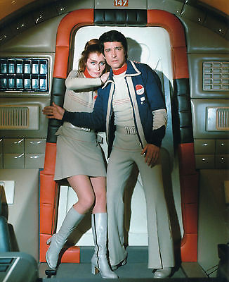 CATHERINE SCHELL & TONY ANHOLT UNSIGNED PHOTO - 5760 - SPACE 1999