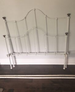 Antique Vintage Iron Bed Twin Size (Single)