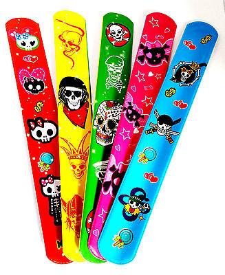 �� 10 Piraten Klatscharmband Schnapparmband Totenkopf Kindergeburtstag Mitgebsel