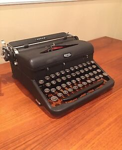 Royal Typewriter ' Arrow ' 1939 Portable - Vintage