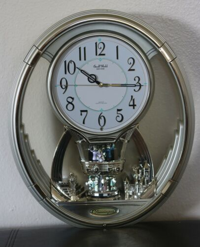 GORGEOUS Small World HUMMINGROAD Rhythm/ Hourly Melody Clock with Batteries.