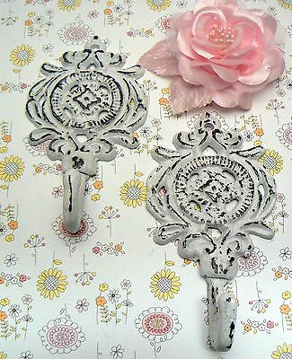 Medallion Shabby Lodge Chic Pair Set Hooks Floral Nursery Bathroom Leash White