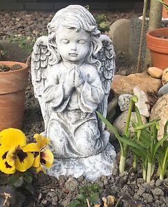 Steinfigur großer Engel kniend frostfest wetterfest Steinguss Grabschmuck Grab