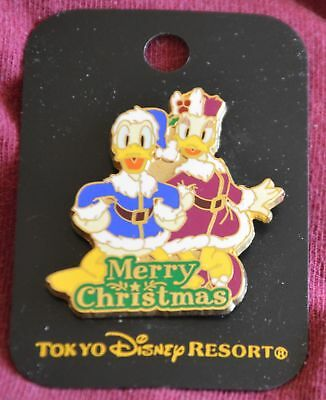 Tokyo Disneyland MERRY CHRISTMAS DONALD and DAISY DUCK Pin - Disney Pins ()