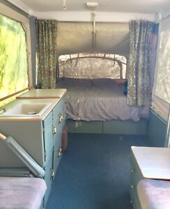 Pop-up camper trailer