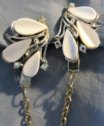 VTG Signed ART AB Stones Thermoset & Gold Tone Sweater Dress Scarf Guard Clip