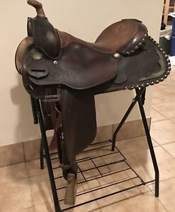 "15.5"" Circle Y Wide gullet western saddle"
