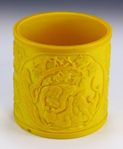 A BIG CHINESE YELLOW PEKING GLASS BRUSH POT, BITONG